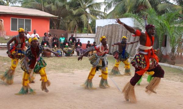 Африканские танцы в кругу