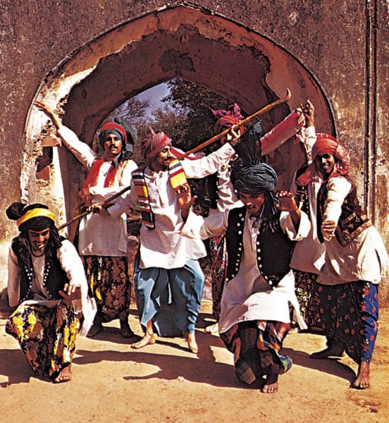 essay on culture and tradition of pakistan What are some significant cultural similarities has india conquered pakistan with its culture what are some significant cultural similarities between.