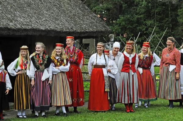 Эстонские танцы