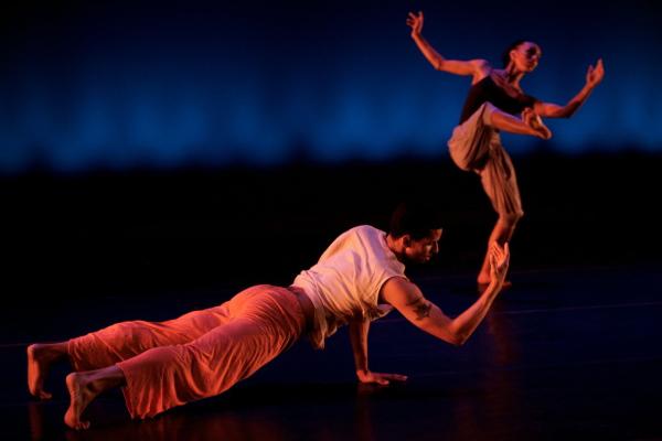 Энергичный танец афро-фьюжн
