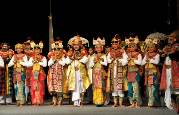 Балийская придворная драма гамбу