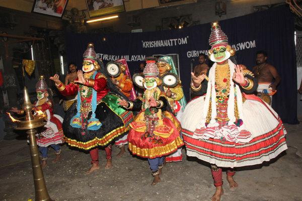 Кришнанаттам - танцевальная индийская драма о Кришне