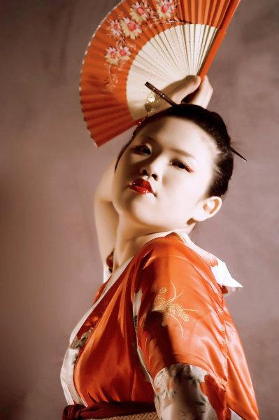 Японский танец с зонтом