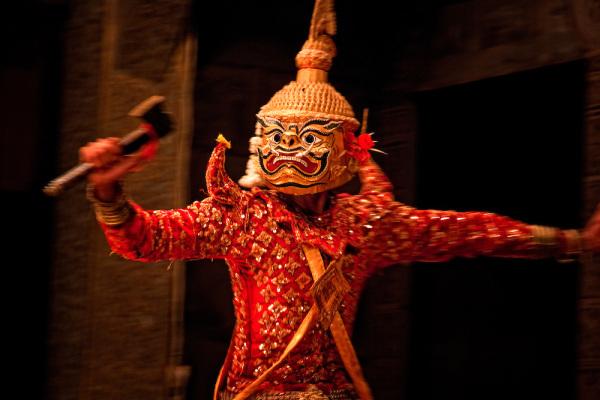 Камбоджийский театр в масках лакхон холь