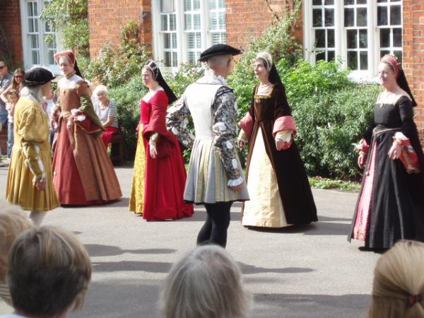 Танцы елизаветинской эпохи