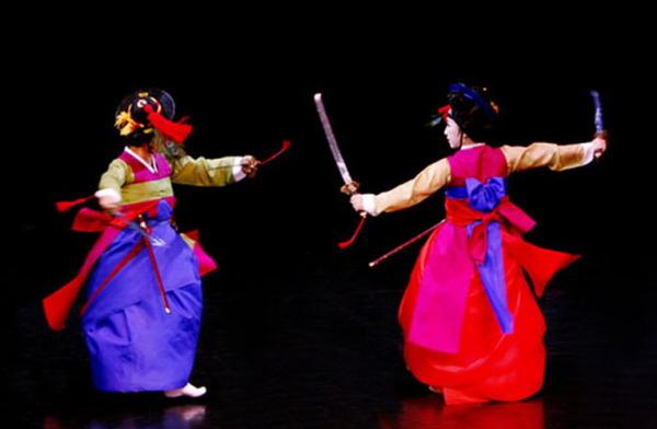 Geommu - корейский танец с мечами