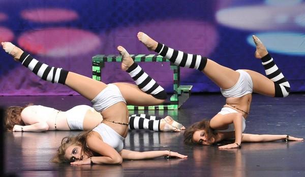 Acro - танец акробатов