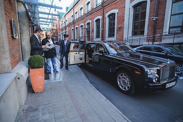10 самых дорогих автомобилей российских звёзд