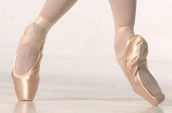 Пуанты - обувь для балета.