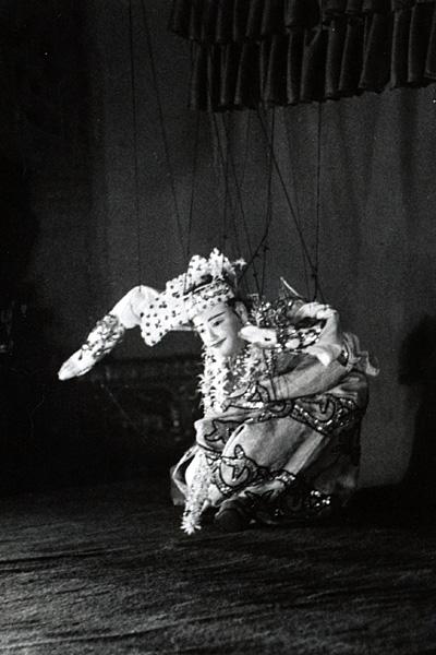 Кукольный стиль, в котором танцор имитирует движения марионетки