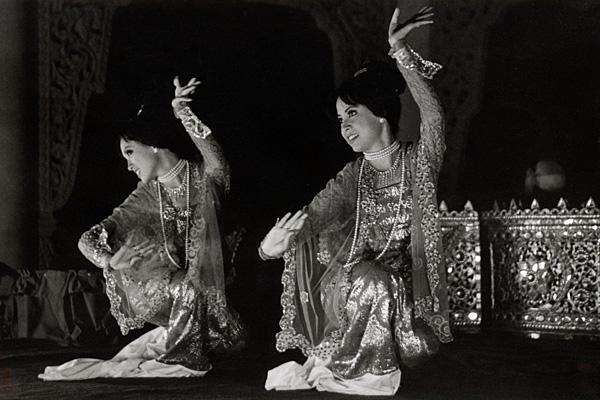 Бирманские танцовщицы
