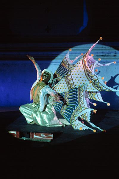 Киннари - танцор, изображающий птицу