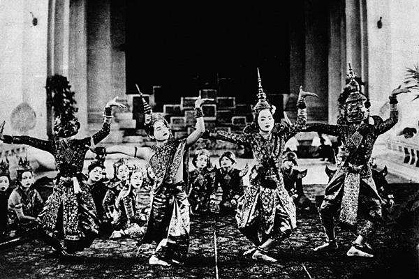 Историческая фотография выступления лакхон холь