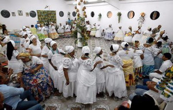 Религиозный танец кандомле