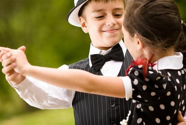 Танцуют дети - радуются все