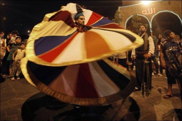 Кружение суфийских дервишей