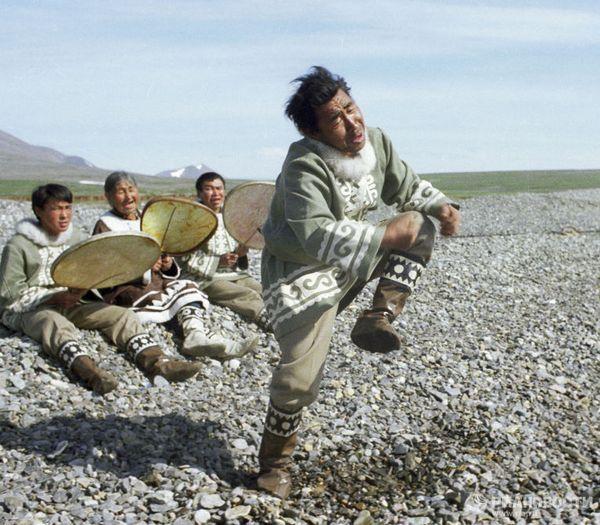 Народные танцы инуитов