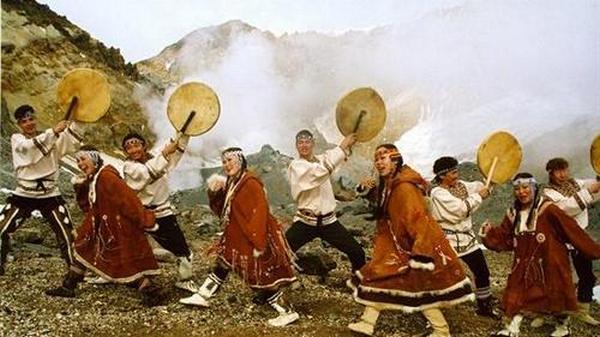Эскимосы: танцы с барабанами