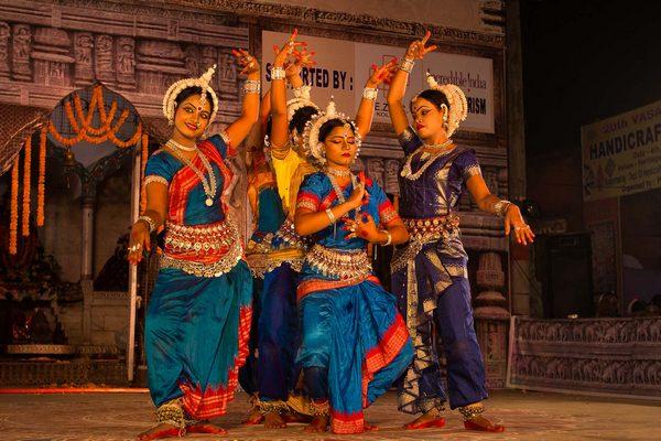 Танцы индуистских храмов