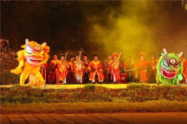 Танцец дракона Хюэ