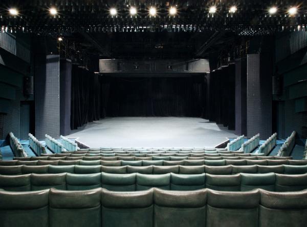 Театральная сцена