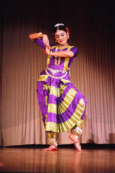 Бхаратанатьям - один из классических стилей марги, которые следуют традициям Натьяшастры