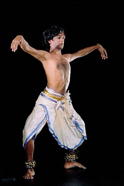 Основная позиция танца в катхакали
