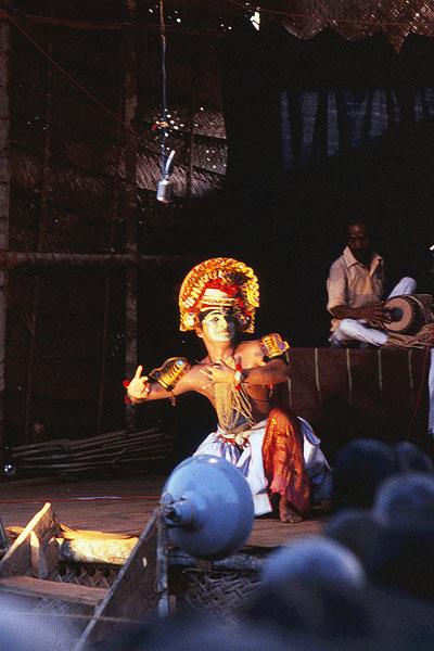 Актер туллал использует миметическую технику абхинайя