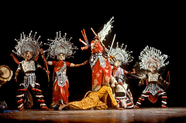 Танец чхау - Дурга, убивающий демона