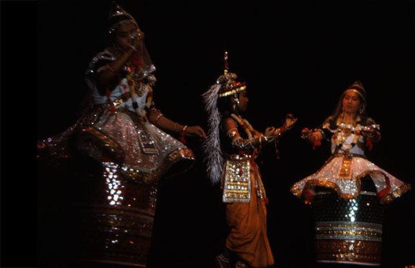 Раслила наиболее часто изображают события из юности Кришны