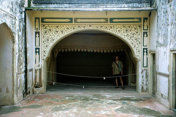 Сцена 18 века кукольного театра в Верхнем дворце в Джайпуре
