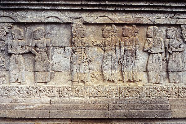 Барельеф, демонстрирующий балийский ваянг кулит