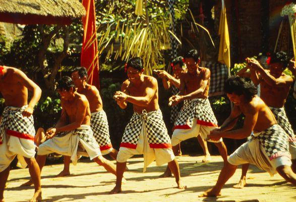 Танец, посвященный ведьме Рангда
