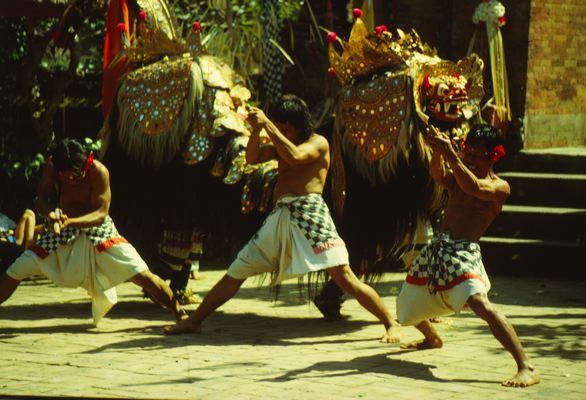Танец баронг