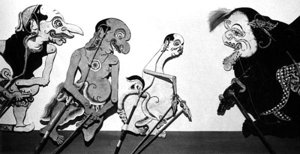Сенар (справа) и его сыновья - Петрук, Гаренг и Багонг