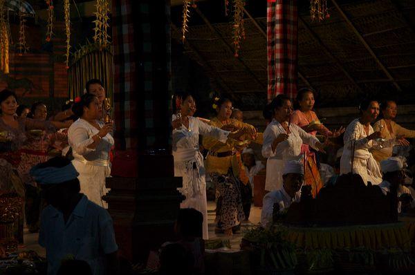 Танец во время храмового праздника