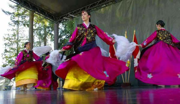 Корейские танцы профессиональных исполнителей
