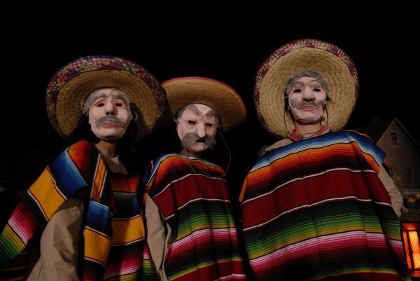 Танец в масках мексиканских индейцев