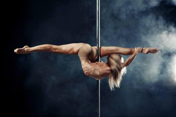 Танцы на пилоне: акробатика и страсть