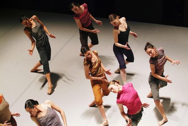 Batsheva Dance Company Огада Нахарина