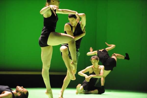 Народный танец адаптированный к современным традициям