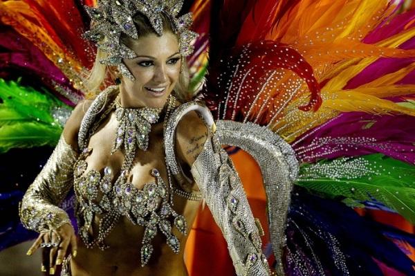 Samba Nights: Зажигательная игра для поклонников бразильских карнавалов.