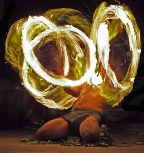 Экзотический танец с огнём