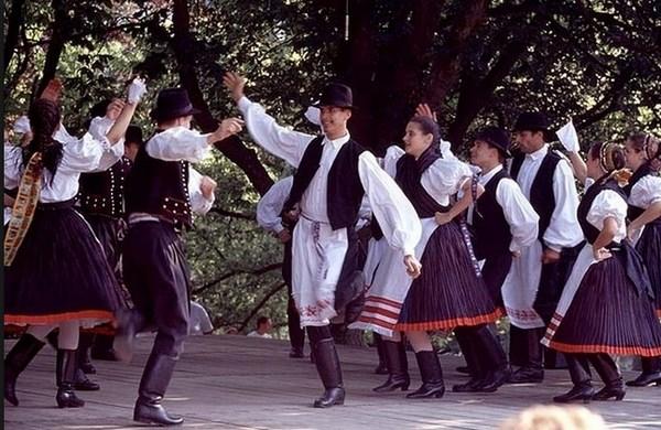 Словацкие народные танцы: фестивали и народные гулянья.