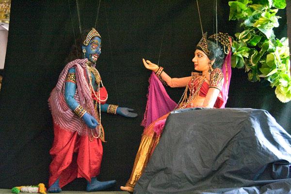 Сцена из кукольной постановки