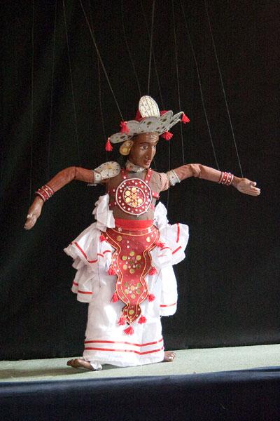 Современная небольшая марионетка - танцор канди