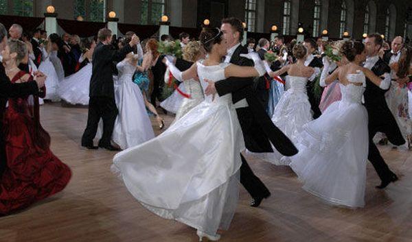 Танец для выпускного – самый яркий момент прощального школьного бала