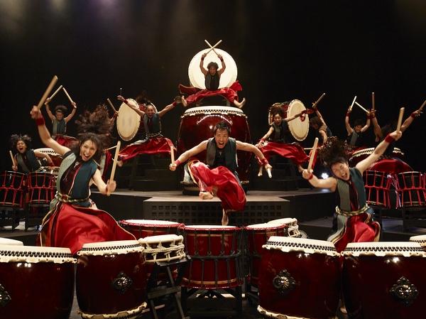 Группа японских барабанщиков Ямато