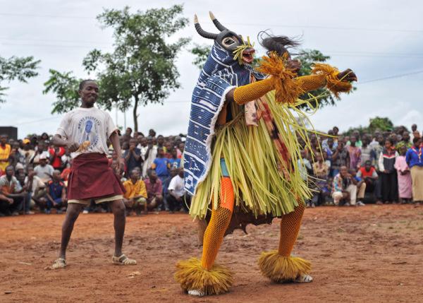 Zaouli de Manfla - танец народности гуро