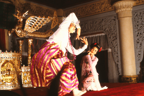 Танец принца и принцессы.